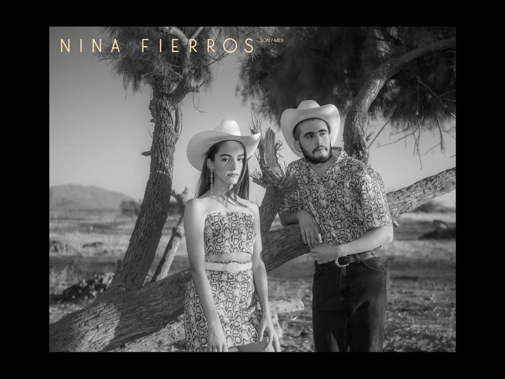 Dos modelos portando diseños de Nina Fierros en blanco y negro