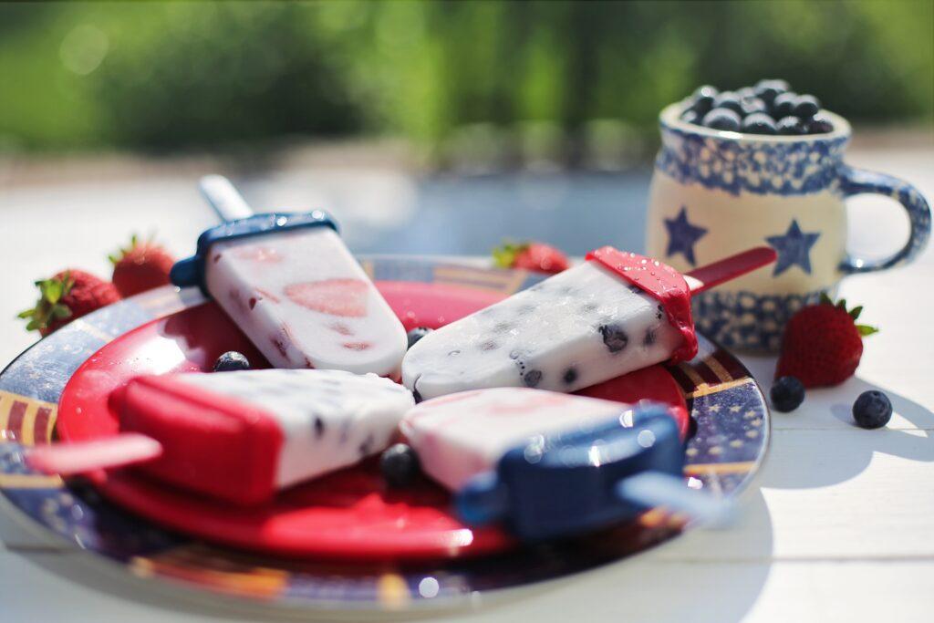 Foto de paletas heladas en mesa