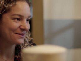 Doctora Vanessa Arteaga, foto de mujer rubia; guerreros del sol