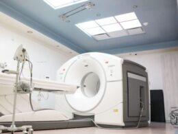 Equipo de alta tecnología de nuevo centro de oncología de Hospital San José.