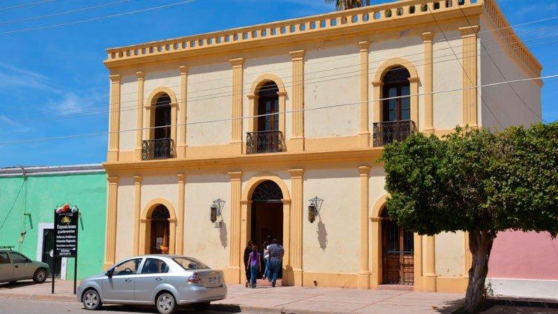 """Fachada de """"La Casona"""" en Cócorit, Sonora"""