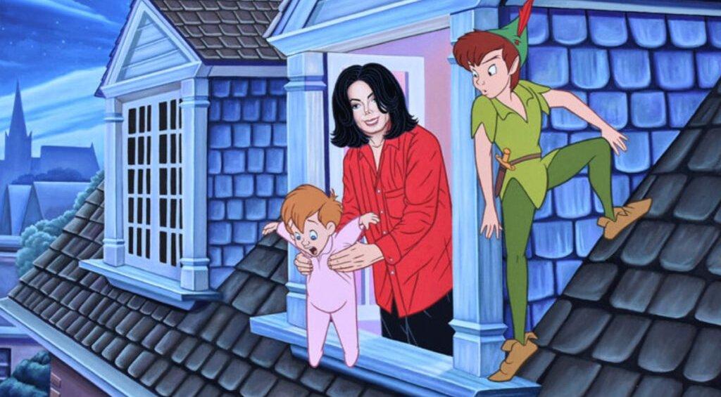 Michael Jackson sostiene aun niño perdido y Peter Pan lo observa a un costado