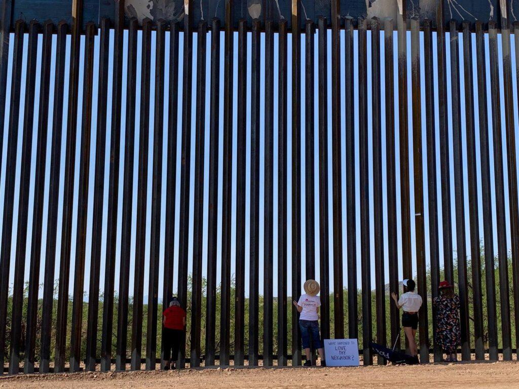 Samaritanas esperando en la frontera para oferecer ayuda