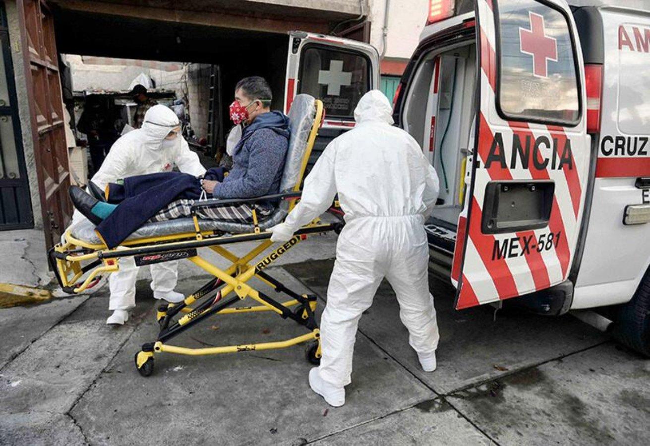 Hombre en ambulancia Covid-19
