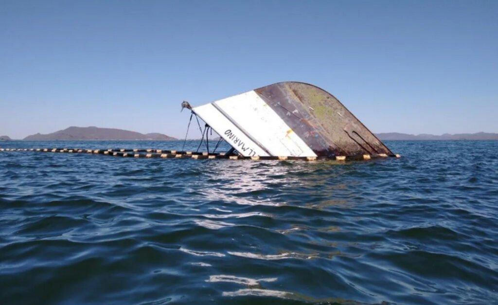 Barco hundido al chocar barcos.