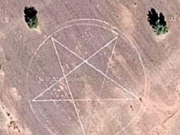 marca en la tierra de un pentagrama