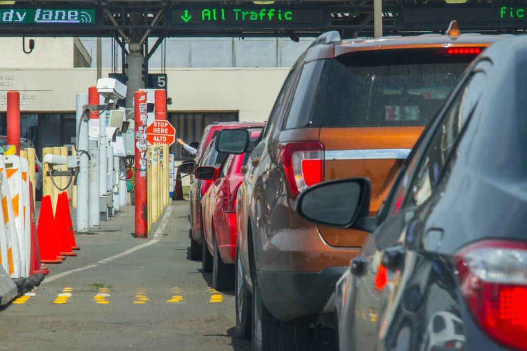 Línea de espera a entrar por frontera