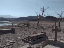Panteón en Sinaloa queda al descubierto