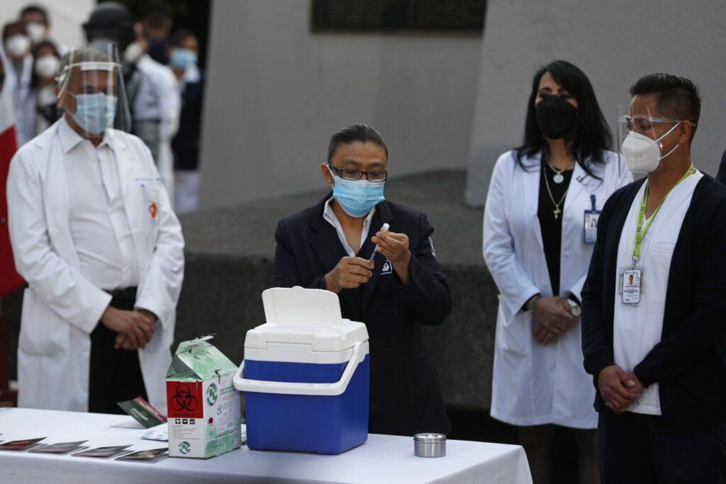 Frenan Vacunación en Baja California