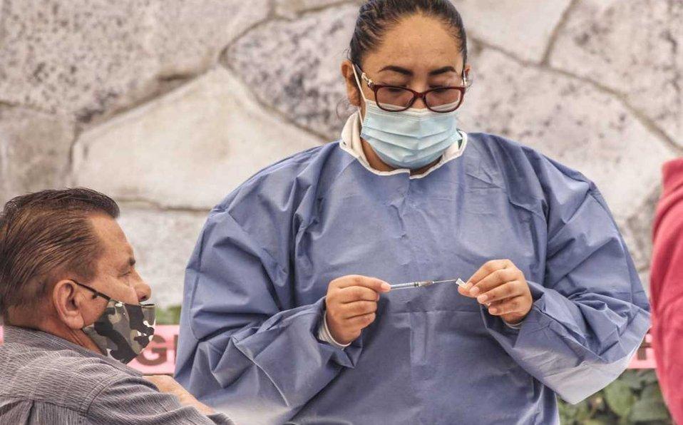 Personal de vacunación en Baja California