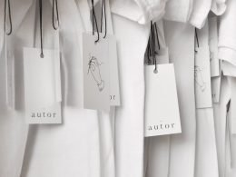 Camisetas con etiqueta de marca Autor