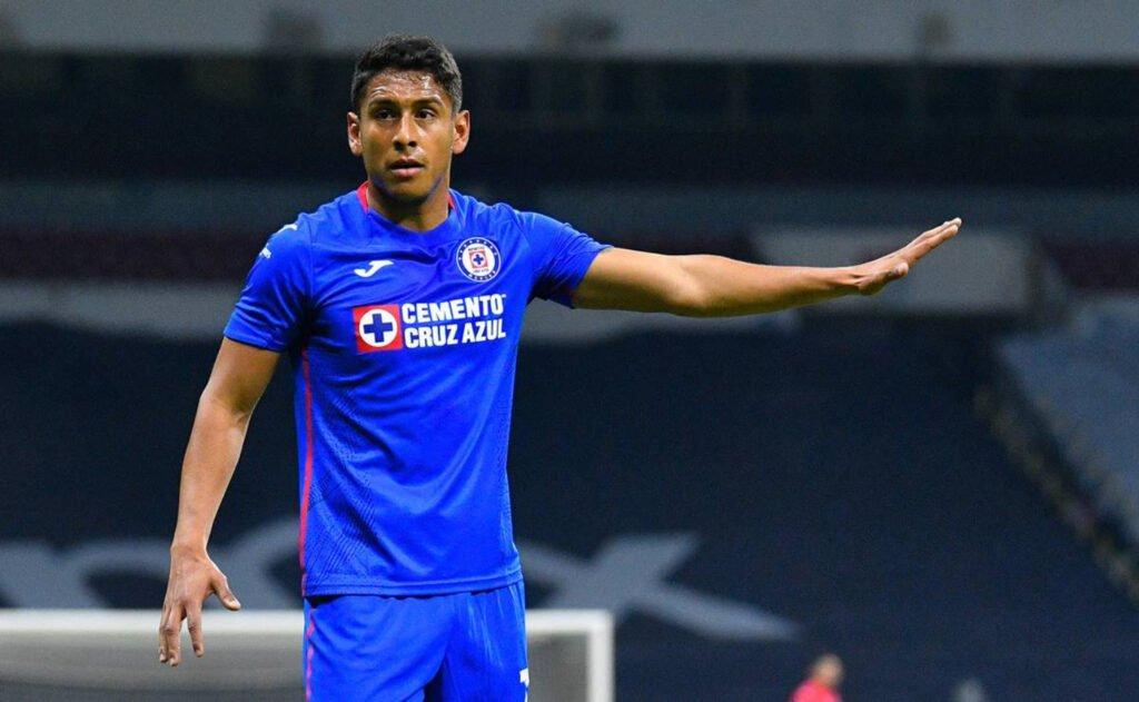 Futbolista del equipo Cruz Azul: Luis Romo