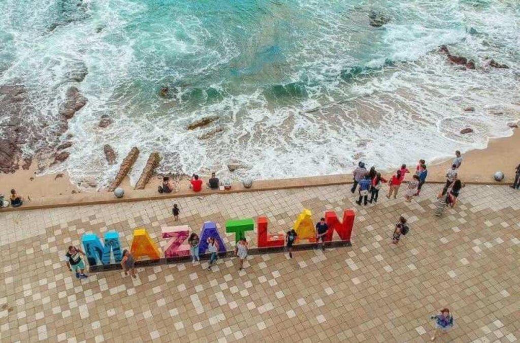 Malecón de Mazatlán visto desde el cielo