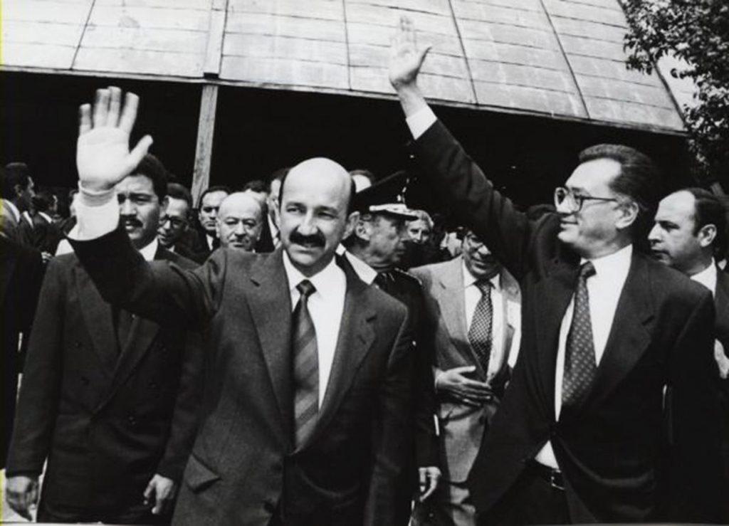 Carlos Salinas de Gortari y Manuel Bartlett, actual director de la CFE