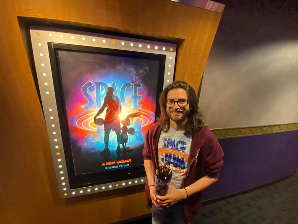 Luis de la Rosa en el estreno de Space Jam 2.