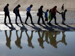 Migrantes por el Río de Tijuana