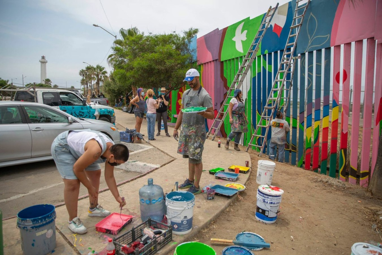 Artistas de Tijuana intervienen con su arte en muro fronterizo