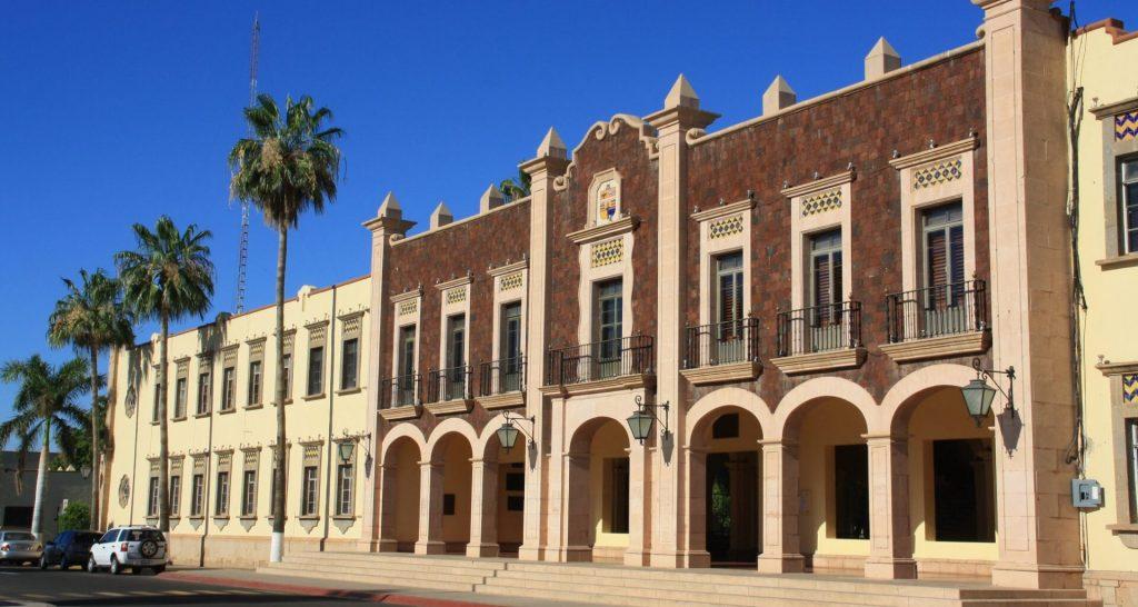 Exterior de rectoría de la Universidad de Sonora.