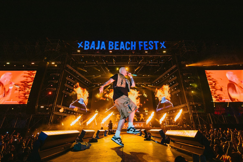 J Balvin en concierto en Baja Beach Fest 2021.