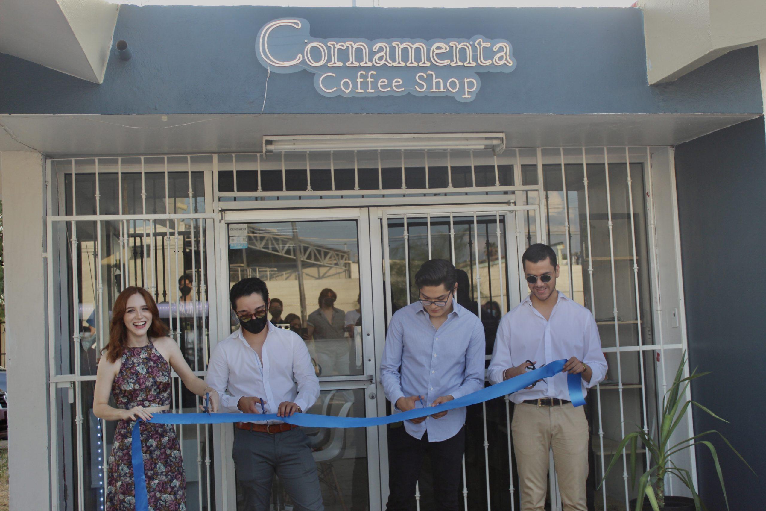 Geovana Robles,  Raúl Flores, Alfredo Hernández  y Jorge Galván en corte de listón de café Cornamenta.