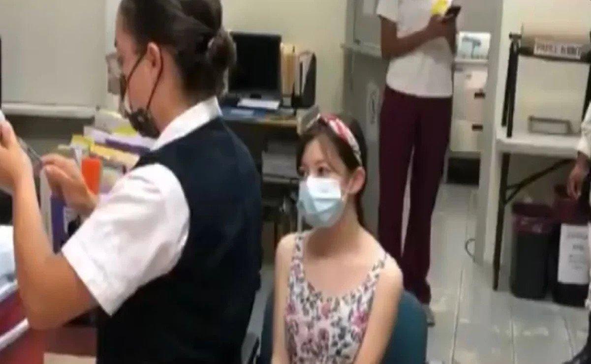 Ingrid Nattalie primera niña en México en recibir vacuna.