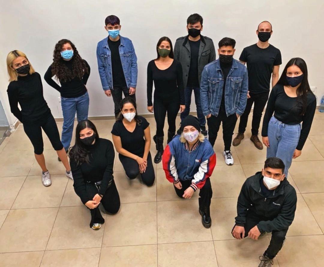 Miembros de La Brave Estudio durante actividad en pandemia.