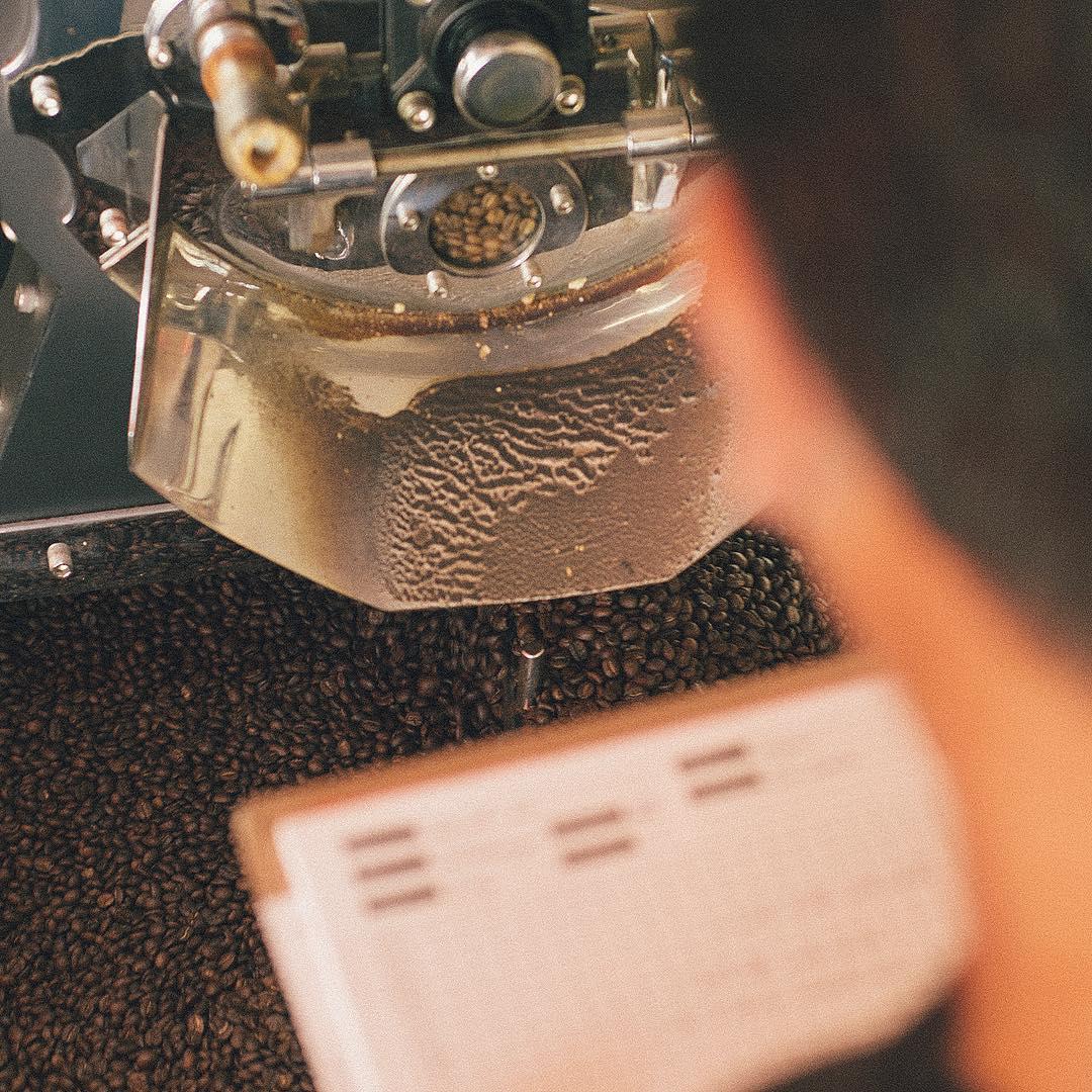 Proceso de tostado de café Macaco.