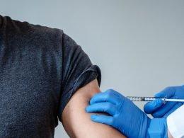 Recibiendo vacuna contra Covid-19