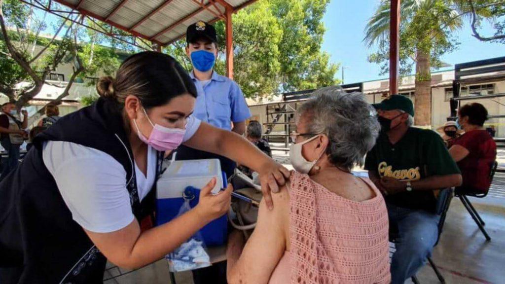 Vacunación a mayores de edad en Sonora