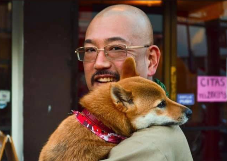 Taro Yoshida fallecido con su perrita Midori.