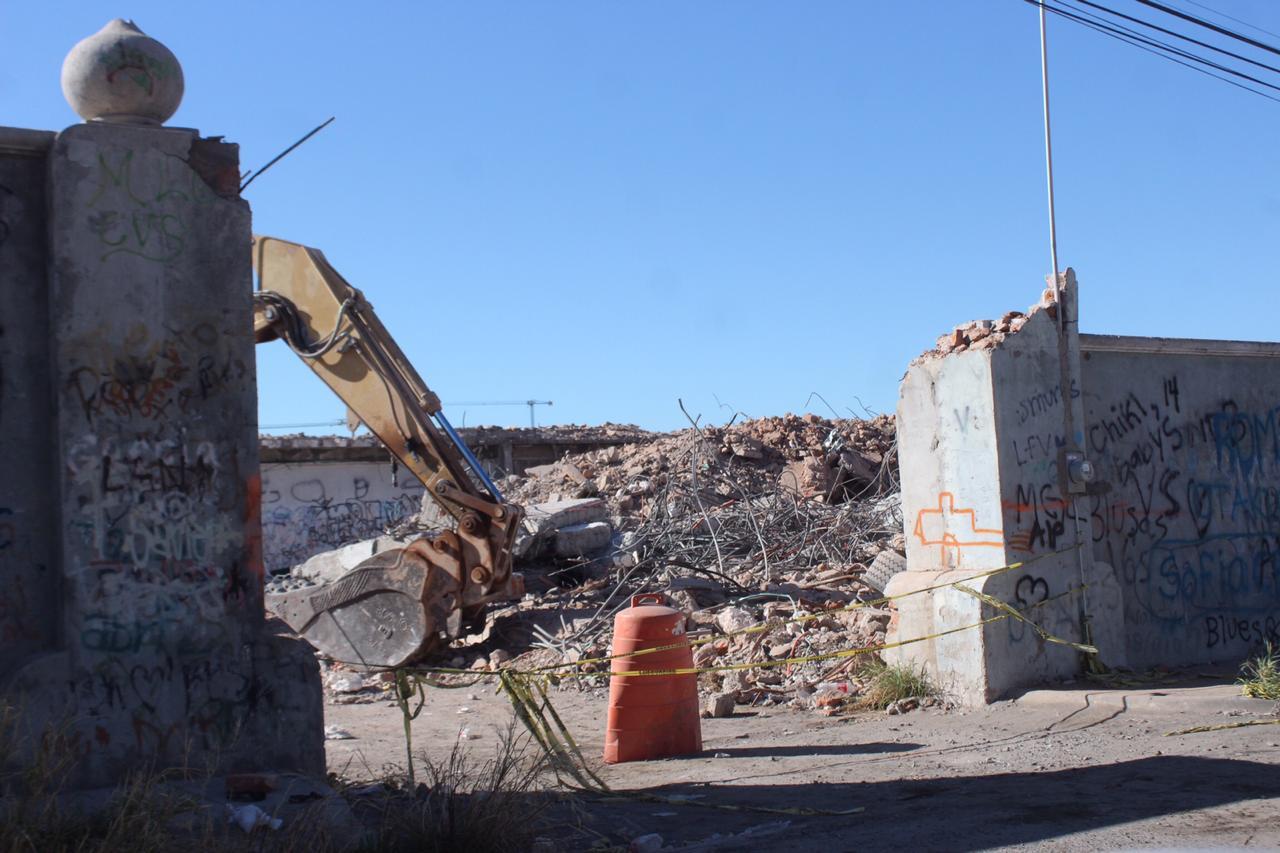 """Casa de """"Las mil y una noches"""" en Hermosillo en demolición."""