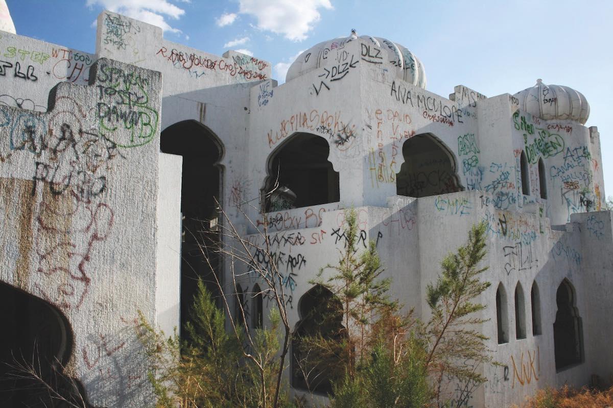 """Casa de """"Las mil y una noches"""" en Hermosillo vista de exterior."""