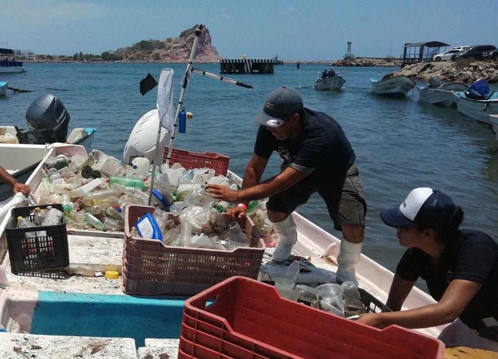 Torneo de pesca de plástico en Mazatlán