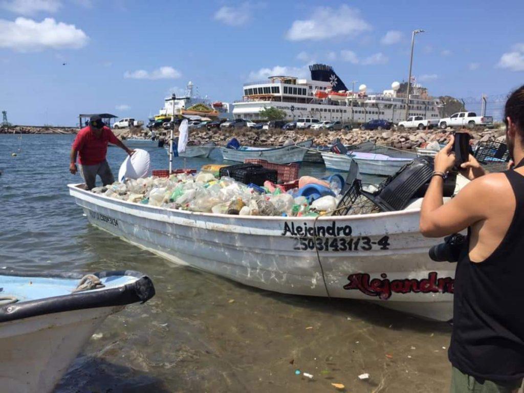 Torneo de pesca de plástico
