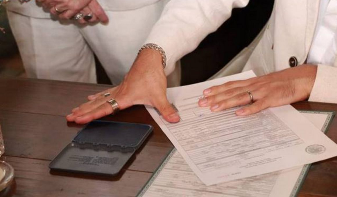 Acta de primer matrimonio igualitario en Sonora