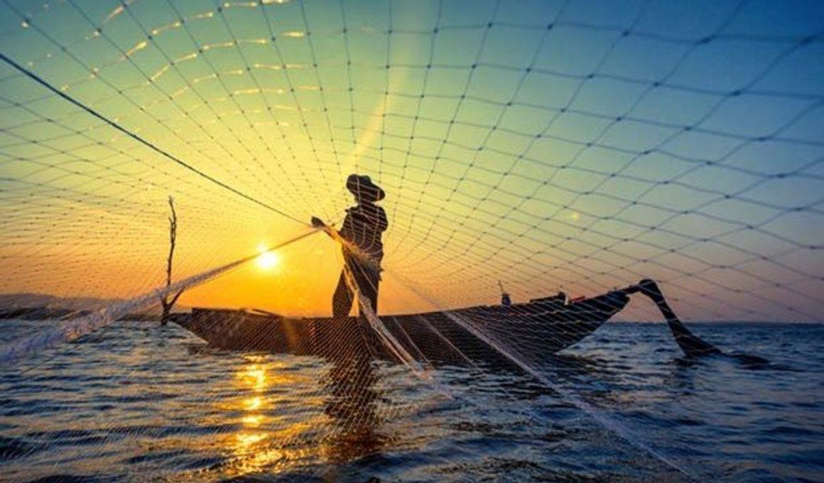 Pescador junto a atardecer